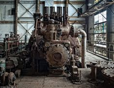 These are the eerie images that show the collapse of America's industrial heritage as the rust-belt spread across previously proud cities that drove the US through the great Depression. Abandoned Buildings, Abandoned Places, Collapse Of America, Abandoned Factory, Rust Belt, Temple Architecture, Old Factory, Photography Tours, Star Wars