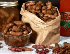 Step by step directions & pictures to make boiled peanuts! This recipe words for raw green or raw peanuts =) This recipe isn't for cajun but offers ideas for cajun boiled peanuts! Don't knock it until you try it lol Peanut Recipes, Snack Recipes, Cooking Recipes, Drink Recipes, Appetizer Recipes, Cajun Boiled Peanuts, Boil Peanuts Recipe, Raw Peanuts, Southern Recipes