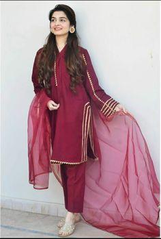 Kainat Faisal❤️ Source by Dresses Stylish Dresses For Girls, Stylish Dress Designs, Designs For Dresses, Simple Dresses, Casual Dresses, Heavy Dresses, Fashion Dresses, Beautiful Dresses, Formal Dresses