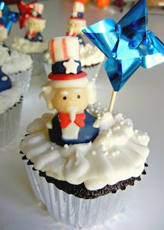 Sugar Swings! Serve Some: fourth of july uncle sam cupcakes....! (tutorial)