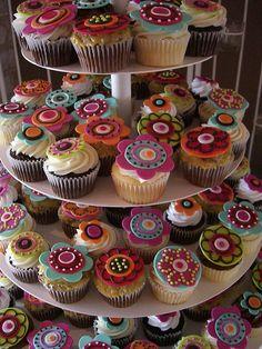 Pretty flower fondant cupcakes