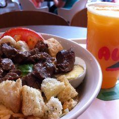 Uma boa salada pode ser um grande almoço. A good salad can be a good lunch!