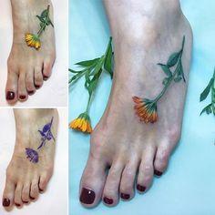 Rit Kit  calendula : real flower, stencil and tattoo #liveleaftattoo #botanicaltattoo #flowertattoo #dsfloral #calendula #calendulatattoo #tattrx #tattooersubmission #ritkit #ritkittattoo