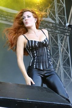 The Jungle of Rock N Roll: Musas do Rock - Parte 1 - Simone Simons Heavy Metal Bands, Chica Heavy Metal, Heavy Metal Girl, Metal Sinfónico, Red Headed League, Ladies Of Metal, Women Of Rock, Gorgeous Redhead, Redhead Girl