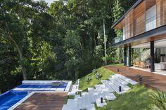 Modern Architecture of Portobello House by Tripper Arquitetura in Brazil Design Exterior, Modern Exterior, Rest House, My House, Hillside House, Container House Design, Portobello, Modern House Design, Modern Houses