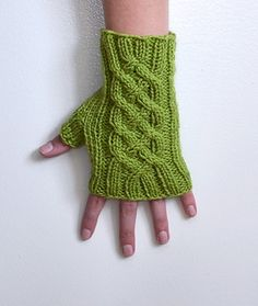 Ravelry: Celtic Knot Fingerless Gloves Pattern by Rachael Sundell - Knitting Crochet Outlander Knitting Patterns, Poncho Knitting Patterns, Loom Knitting, Knitting Ideas, Free Knitting, Fingerless Gloves Knitted, Knit Mittens, Knitting Baby Girl, Wrist Warmers