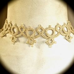 Choker in yellow tatting lace