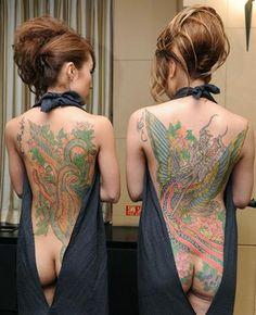 Tattooed women, at Foreign Correspondents' Club of Japan, Tokyo in 22nd May, 2012.  都内の日本外国特派員協会において、彫師の三代目彫よし(Horiyoshi III)氏が施した刺青が披露された。