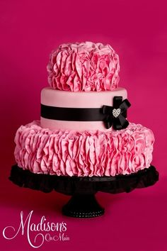 Pink and black ruffles cake... Perfect B-day cake for my lil miss!!!