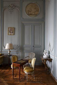 Château de La Motte-Tilly, salon bleu - featuring: Gaming Table & Overdoor Plaque - mid 18th Century. [source: www.Regards.Monuments-Nationaux.fr; Portfolio Collection of Regional Monuments]