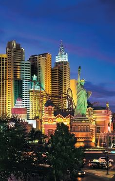 10 Legendary Hotels on the Las Vegas Strip
