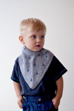 Knitted bandana bib // Grey swiss cross pattern by OnwardOnward