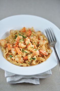 Prawn Pasta with Bisque Sauce: 1 onion, roughly chopped 1 large carrot, roughly chopped 1 stick of celery, roughly chopped 45 ml olive oil plus another 30 ml to fry the prawns. 3 cloves garlic, sliced 12 large prawns 100 ml cream salt to taste chopped parsley for garnish 100 to 150 grams fresh pasta per person