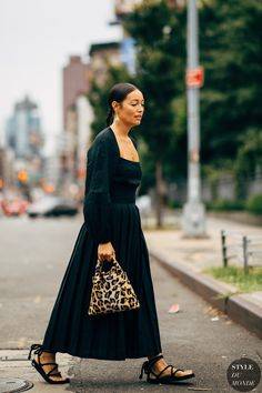 27 great street-style looks from Fashion Week Black Women Fashion, Womens Fashion Online, Fashion Tips For Women, Curvy Fashion, Fashion Edgy, Fashion 2018, Fashion Dresses, Street Chic, Street Fashion