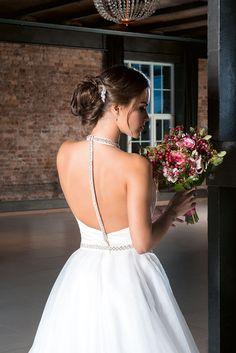 Egy esküvői smink és fodrász páros, akiket imádunk! | Esküvő Classic Paros, Backless, Ford, Formal Dresses, Fashion, Dresses For Formal, Moda, Formal Gowns, Fashion Styles