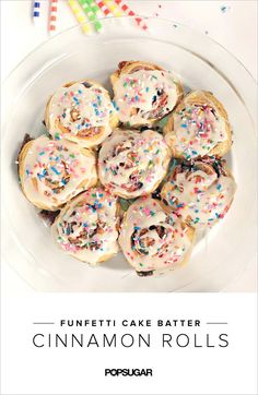 Breakfast Is Even MORE Fun With Funfetti Cinnamon Rolls If you thought cinnamon rolls couldn't get any better, think again. Try adding Funfetti flavors. Isn't that more exciting than bir Funfetti Kuchen, Funfetti Cake, Oreo Cake, Birthday Breakfast, Birthday Brunch, Easter Brunch, Breakfast Cake, Yummy Treats, Sweet Treats