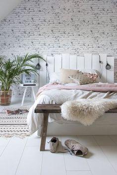 White bedroom with DIY headboard #bedroomdecor #bedroom #bedromideas #bedroomdesign #bedroominteriordesign #bedroomhomedecor #decor #homedecor #HomeDecorBedrooms