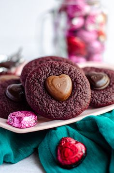 Soft and chewy red velvet cookies, topped with a chocolate heart. No box mix required-- they're made completely from scratch! Drop Sugar Cookies, Lemon Crinkle Cookies, Roll Cookies, Cookies Et Biscuits, Red Velvet Desserts, Red Velvet Brownies, Red Velvet Cookies, Red Velvet Crinkles, Red Velvet Flavor
