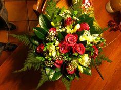 bouquet con rose fresie e velo da sposa