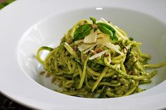 Spaghetti al pesto di rucola e champignon Pasta Al Pesto, Linguine, Spaghetti, Gnocchi, Cabbage, Paleo, Low Carb, Vegetarian, Favorite Recipes