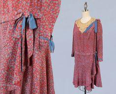robe des années 1920 / 20 s bleu et rouge par GuermantesVintage