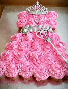Princess cupcake pull apart. This would be so cute colored blue with a Frozen Movie theme!!!