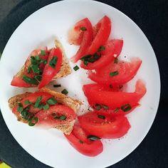 Mieszanko: Kanapka z pomidorem i szczypiorkiem