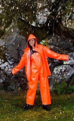 - Photos - page 1 Rubber Raincoats, Rain Suit, Pvc Raincoat, Rain Gear, Raincoats For Women, Overall, Girls Wear, Catsuit, Work Wear