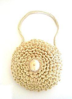 Beige clutch, crocheted evening bag...  Bolso de noche a crochet...