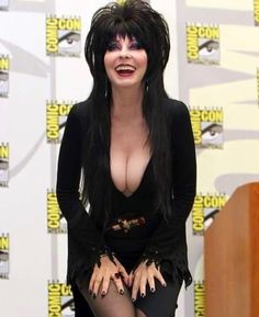 Elvira, the perfect hostess for indoor motor boating. Goth Beauty, Dark Beauty, Hot Goth Girls, Gothic Girls, Beautiful Celebrities, Gorgeous Women, Elvira Makeup, Elvira Movies, Cassandra Peterson