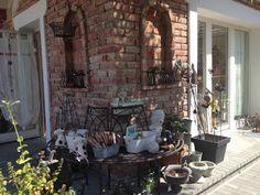 Unser schöner Gastgarten hier in Teesdorf Lille Hus - Das Café mit Geschenkideen Shabby, Outdoor Decor, Home Decor, Rural House, Wood, Gifts, Garten, Nice Asses, Room Decor