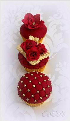 <3 Valentine's-style cupcakes. <3