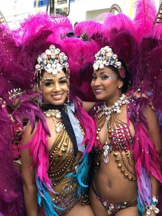 See how all the Carnival revelers fete in style! Carnival Dancers, Carnival Girl, Brazil Carnival, Trinidad Carnival, Carnival Makeup, Jamaica Carnival, School Carnival, Carnival Wedding, Vintage Carnival