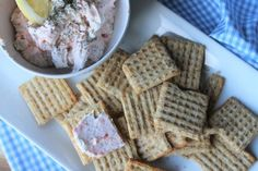 Pretzel with 4 cheeses - Clean Eating Snacks Smoked Salmon Appetizer, Smoked Salmon Dip, Grilled Salmon, Pretzel Cheese, Super Bowl Weekend, Recipe Notes, Clean Eating Snacks, Gingham, Waffles