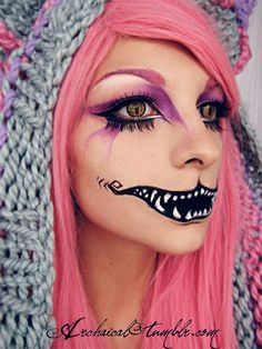 If you're preparing for halloween, check out some halloween makeup ideas, some halloween face makeup, zombie halloween makeup and banshee makeup. If you have a party of your own, you can opt for makeup for halloween. Cheshire Cat Makeup, Cheshire Cat Costume, Chesire Cat, Cheshire Cat Face Paint, Halloween Mode, Chat Halloween, Halloween Face Makeup, Halloween 2015, Cat Makeup Tutorial