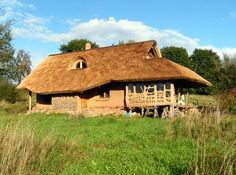 a house made of straw bales and a roof made of reed thatch for holiday rental by lake Hancza in Poland Natural, . feels so good! Cob Building, Building A House, House Near Lake, Houses In Poland, Straw Bale Construction, Thatched House, Straw Bales, Earth Homes, Green Architecture