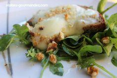 Salade de chèvre chaud et noix / Visites Gourmandes Eggs, Breakfast, Food, Greedy People, Morning Coffee, Essen, Egg, Meals, Yemek