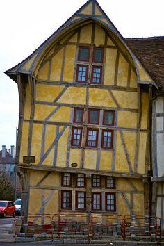 Medieval wattle and daub house in Troyes, France Medieval Houses, Medieval Life, Timber Buildings, Old Buildings, Interesting Buildings, Beautiful Buildings, Historical Architecture, Architecture Details, Wattle And Daub