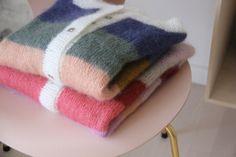 Sorbet cardigan - garn, farvekoder med mere - Mor med mereMor med mere Sorbet, Knitting Patterns Free, Free Knitting, Perler, Cardigan Pattern, Knits, Knitwear, Diy And Crafts, Cardigans