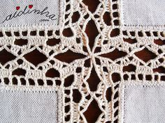 Crocheted insertion lace edging: Foto da união dos quadrados do naperon Motif Mandala Crochet, Crochet Lace Edging, Crochet Fabric, Crochet Quilt, Crochet Borders, Crochet Tablecloth, Crochet Squares, Filet Crochet, Crochet Doilies
