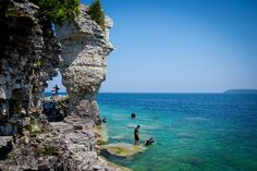 Bruce Peninsula National Park - The Grotto - Bruce County - Explore The Bruce Parc National, National Parks, Bruce Peninsula, Boat Tours, Canada Travel, Plein Air, Kayaking, Ontario, Places To See