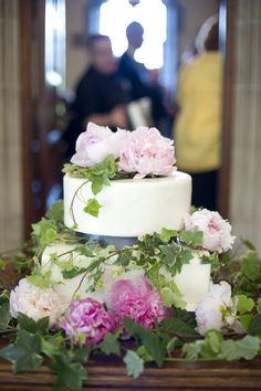 University of Toronto Wedding by Carey Ann Photography Wedding Cake Rustic, Woodland Wedding, Elegant Wedding, Wedding Cakes, Gorgeous Cakes, Pretty Cakes, Cake Pictures, Cake Pics, Wedding Flower Inspiration