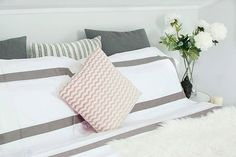 besutiful organic duvet set in pebble and white. Fairtrade certified, luxury bedding, shipped to your door ☺