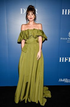 Fashion Art Dakota Johnson green valentino dress - 2019 fashion hits and misses Black Lace Gown, Red Sequin Dress, Black Strapless Dress, Dakota Johnson Style, Dakota Style, Dakota Mayi Johnson, Silk Shirt Dress, Green Gown, Long Sleeve Gown