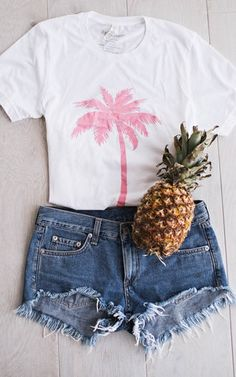 Pink palm tree tee. Summer outfit. Summer beach outfit.