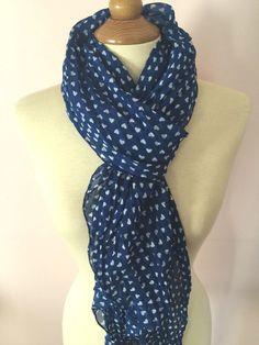 d46385564ffa foulard echarpe cheche bleu marine motif coeur blanc effet soie soft touch