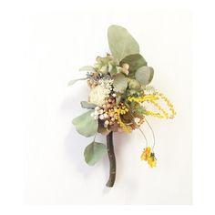 どうにもならない太い枝をとってあったので、花を巻きつけて。  魔法ステッキや ペロペロキャンディをイメージしたのに 何かの木のようになりました。  これはこれでかわいいのかも‥  縦に飾って頂いても、ヒモをつけて横向きでもなんでもOKです! こちらも母の日に❋  #driedflower #driedflowers #wreath #ドライフラワー#リース#母の日#ステッキ#ミモザ#ペロペロキャンディ#インテリア