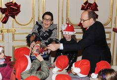Princess Caroline Photos - Princess Caroline of Hanover (L) her daughter Princess Alexandra of Hanover (C) and Prince Albert II of Monaco (R) distribute presents to Monegasque children during a Christmas Tree party at Monaco Palace on December 16, 2009 in Monaco. - Royals Attend Christmas Tree Party At Monaco Palace