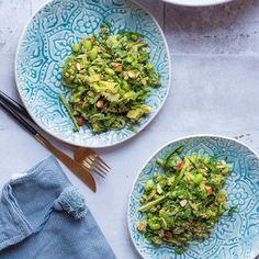En lækker speltsalat vendt i hjemmelavet spinat-pesto er netop lige kommet ind på bloggen. Det smukke stel, bestik og klæde er fra @aumaisondk  find opskriften på bloggen, hvor jeg også linker til shops der forhandler de her lækre sager  {linket er i min profil} sponsoreret.