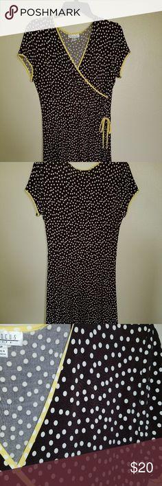 Very comfy wrap dress Polka dot wrap dress never worn en focous Dresses